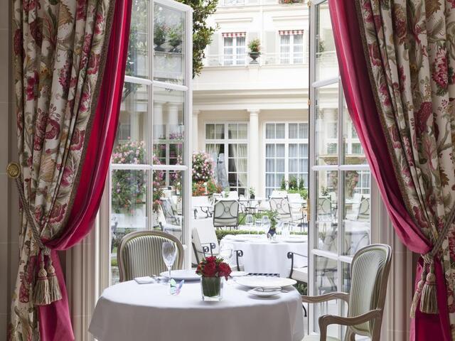 تمتع بإطلالات ساحرة و جذابة في مكان الإقامة في فندق فندق بريستول باريس