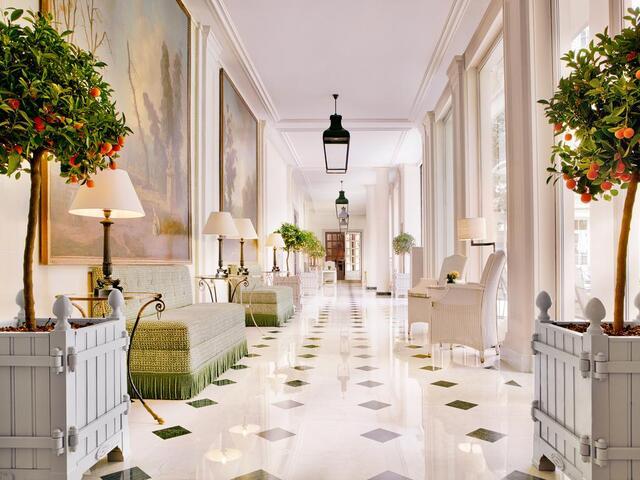 من جمال التصميمات التي تتميز بها مرافق فندق فندق بريستول باريس و خصوصاً الممرات.