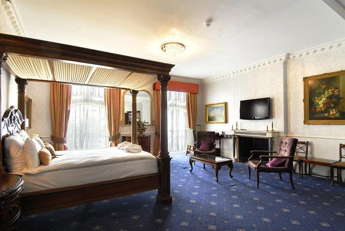 تعرف على فنادق لندن اربع نجوم وعلى مستوى الإقامة بها.