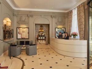 مكتب الاستقبال في فندق ماجستيك باريس