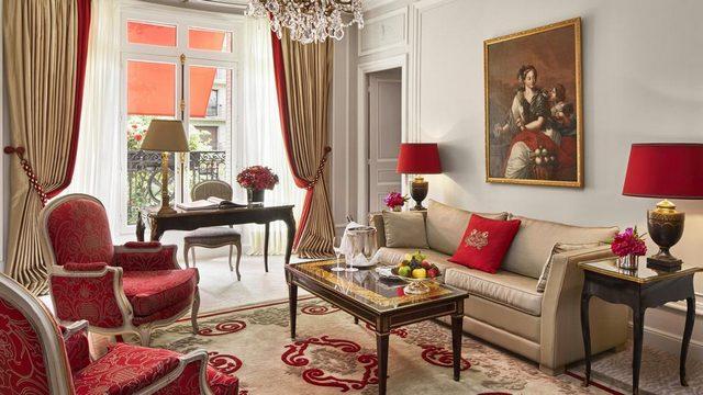 فندق بلازا أتينيه باريس يعبّر عن الذائقة الباريسية المميزة