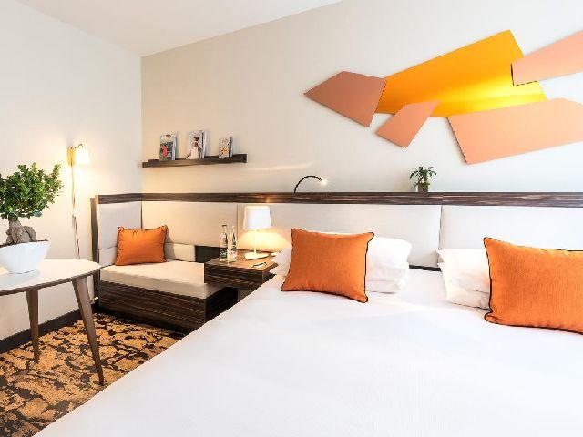 أحد فروع سلسلة فندق راديسون بلو باريس وهو فندق راديسون بلو، باريس-بولون