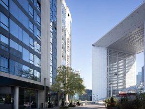 تقرير عن فندق رينيسانس باريس لاديفانس العصري