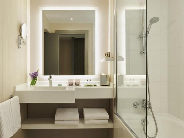 يتميز فندق رينيسانس باريس لاديفانس بغرفه المجهزة بأحدث التجهيزات