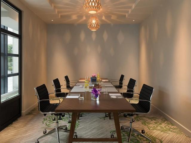 يحتوي فندق رينيسانس باريس لاديفانس على قاعات اجتماعات حديثة وفخمة بمساحات فسيحة