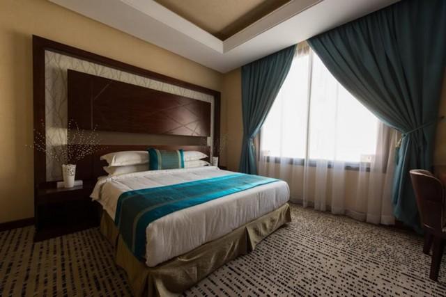 هو سكن للايجار في الرياض يوفر غرف عائلية بمساحات واسعة