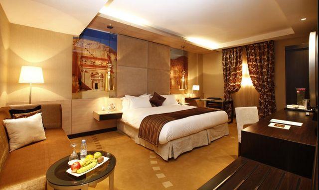 فندق جاكوزي الرياض يتميّز ببناء ضخم مُمتد وواجهة وبهو مُذهليّن