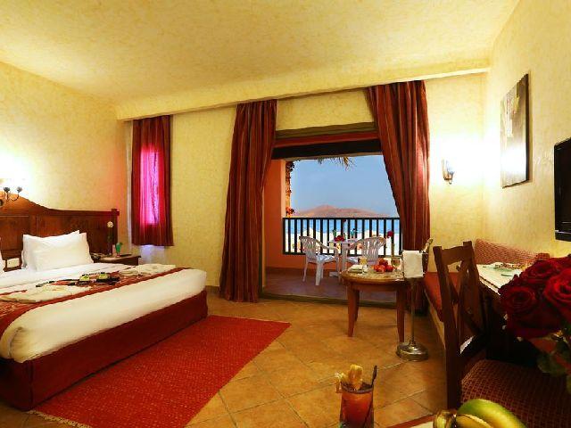غُرفة قياسية في أحد فنادق شرم الشيخ 4 نجوم خليج نبق الشهيرة وهو فندق تشارميليون سي لايف شرم الشيخ