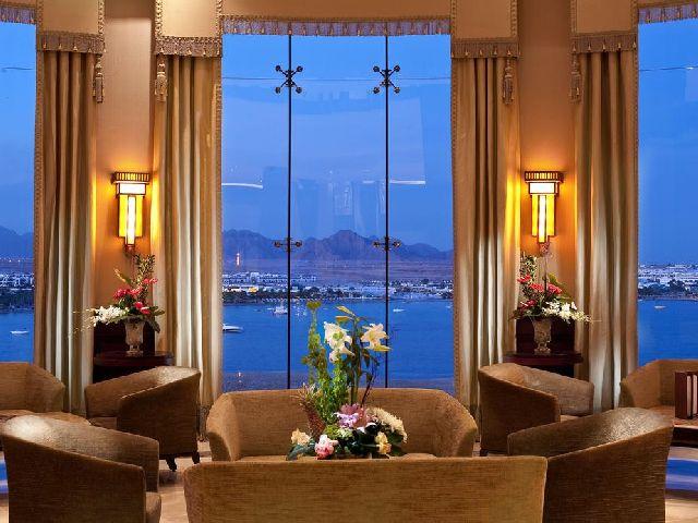 منطقة جلوس في فندق ستيلا دى مارى شرم الشيخ الشهير من قائمة منتجعات خليج نعمة