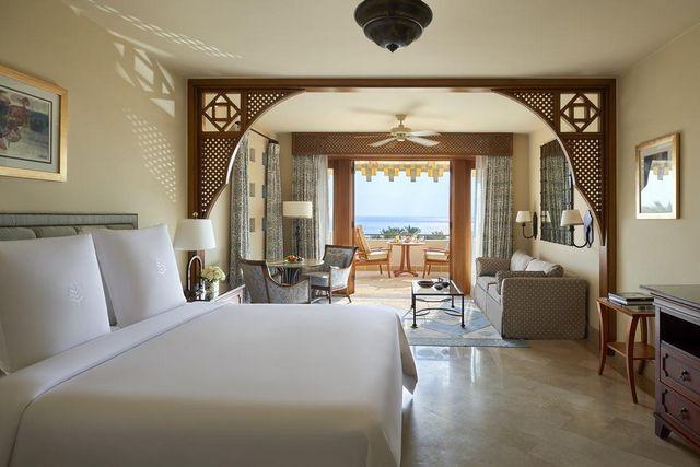 غرفه عصرية ذات إطلالة تخلب الألباب في افضل فنادق شرم الشيخ 5 نجوم