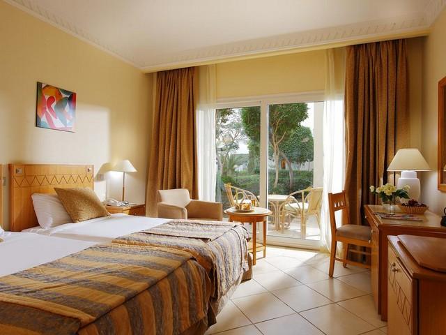 يتميز فندق سيرا شرم الشيخ بأماكن إقامته الفسيحة والمناسبة للعائلات