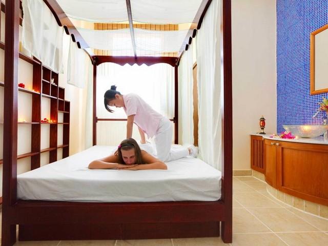 يوفر فندق سيرا شرم الشيخ سوهو الفرصة للإسترخاء من خلال مرافقه الصحية المميزة