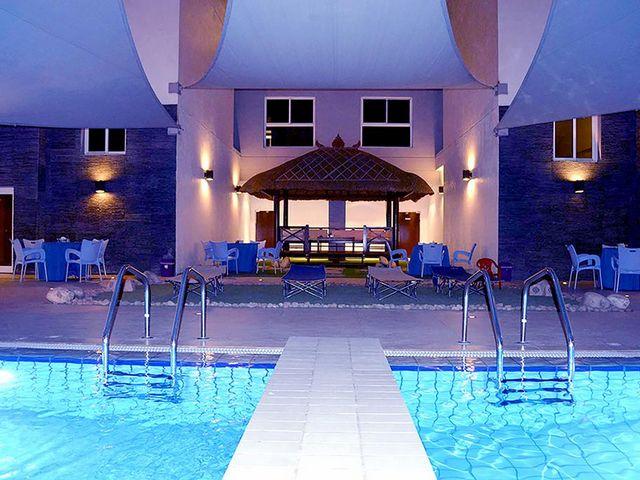 بإمكانك الاستمتاع بالعديد من المرافق الترفيهية التي تقدمها فنادق المنطقه العاشره الكويت