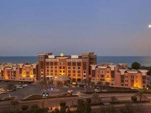 واحدة من فنادق المنطقه العاشره الكويت وقريبة من مطار الملك حالد