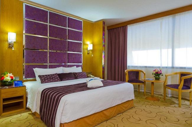 فنادق الشارقة على الكورنيش تضم غُرف فاخرة بمفروشات وديكورات أنيقة