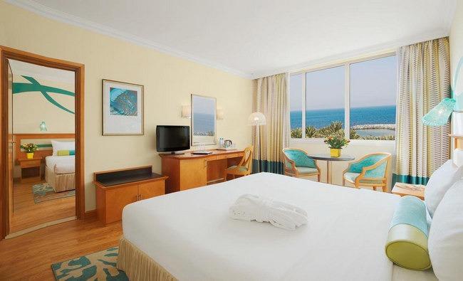 إطلالة خلاّقة على البحر من فنادق الشارقة على الكورنيش