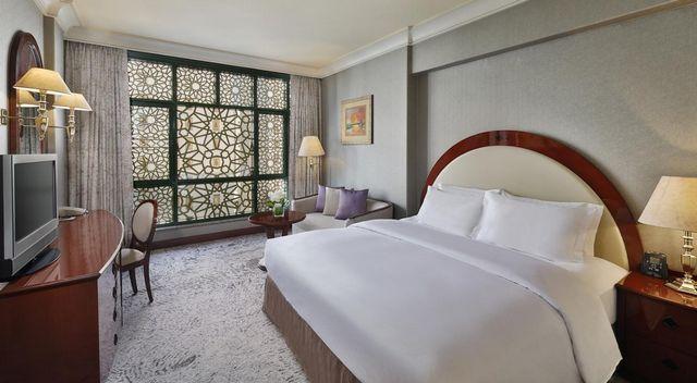 قد انتقينا لكم أفضل فنادق المدينة حتى يتثنى لكم اختيار ما يُناسبكم، موقعًا وخدمات وكذلك تكلفة إقامة