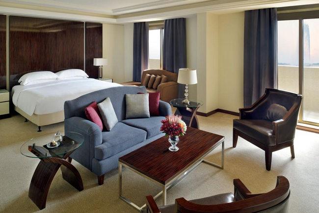 فندق انتركونتيننتال جده يمتّاز بغُرف أنيقة وأثاث عصري