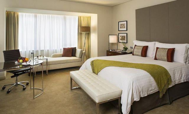 أفخم فندق في الرياض من حيث البهو والهندسة المعمارية
