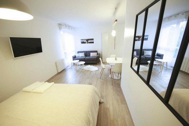 فنادق قريبة من ديزني لاند باريس حديثة وتُوفر غُرف مع أريكة وطاولة طعام