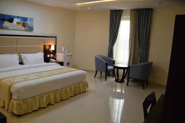 غُرف مُريحة وواسعة في فندق قريب من مستشفى الملك فيصل التخصصي بالرياض