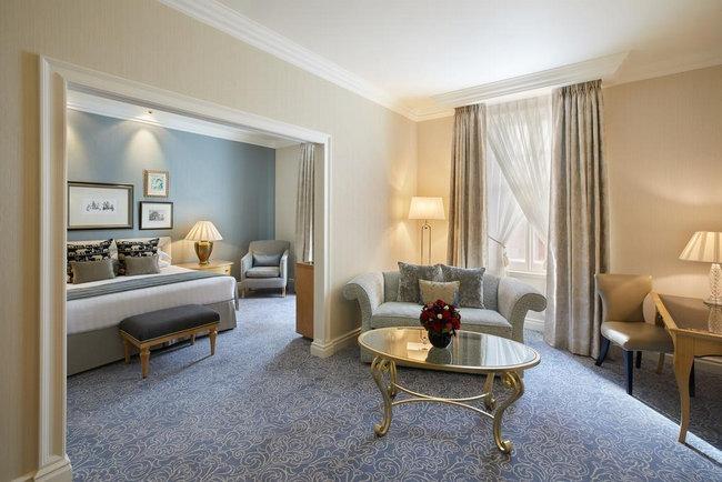 حجز فندق في لندن به غُرف تشمل منطقة جلوس مُريحة وراقية