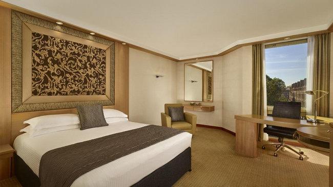 حجز فندق في لندن يتسّم بأجمل الغُرف وأحدث الأثاث