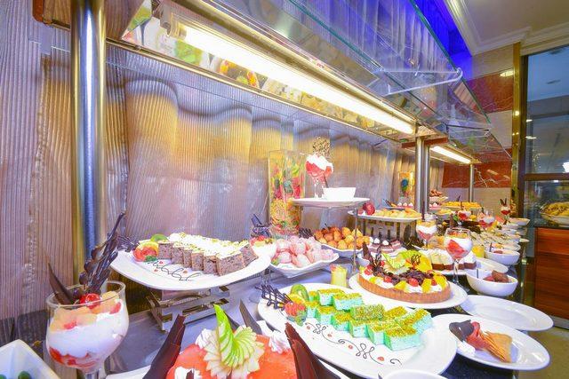 فندق الانصار جولدن توليب يوفّر مطعماً يقدم قوائم طعام وبوفيه متنوع للمطبخ الشرقي والعالمي.