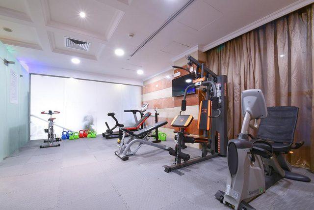 بإمكان زوّار فندق الانصار جولدن توليب المواظبة على تمارينهم الرياضية في مركز اللياقة المُرفق بالفندق.