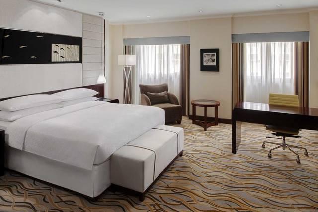 يتوافد إلى مدينة الرياض مئات من الزوّار يومياً يشتركون في نقطة واحدة ألا وهي البحث عن أرخص فنادق الرياض