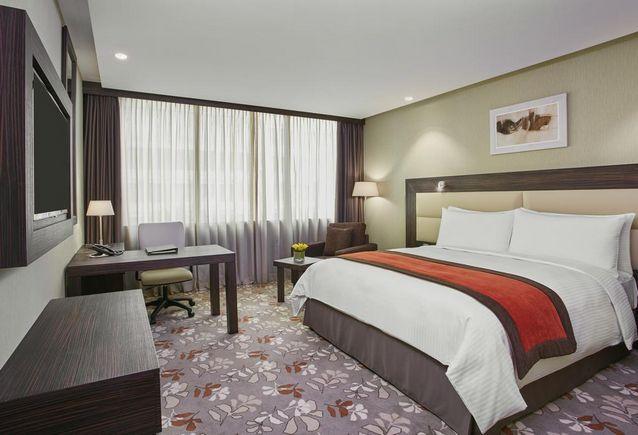يعد فندق كروان بلازا الكويت من أفضل فنادق الكويت للشباب الذين يرغبون بتذوق أطعمة مختلفة والإستمتاع بالمنشآت الداخلية الفخمة