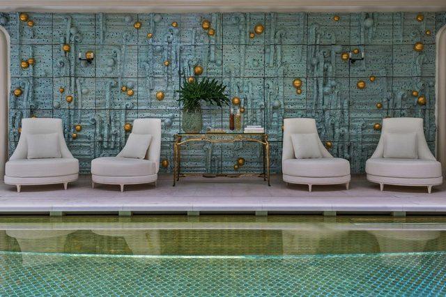 بركة سباحة فريدة يوفّرها فندق كريون باريس لزواره