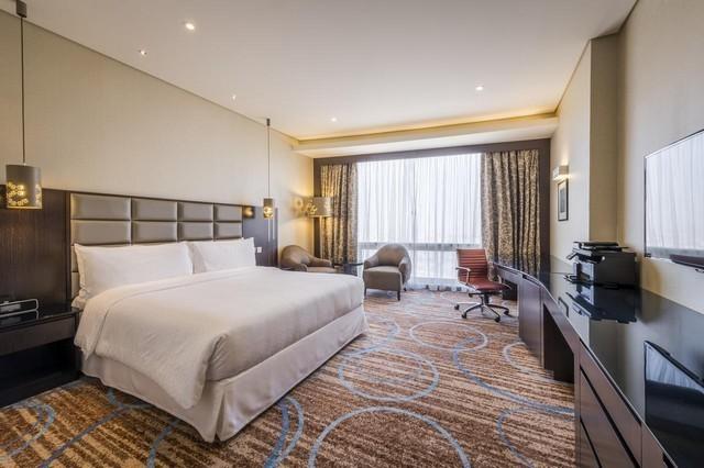 فندق فوربوينتس شيراتون الكويت  أحد فنادق الكويت للشباب التي تؤمن مسبح داخلي