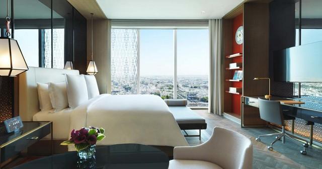 يعد فور سيزون الكويت من افضل فنادق الكويت للعائلات لتصميم غرفه الواسعة