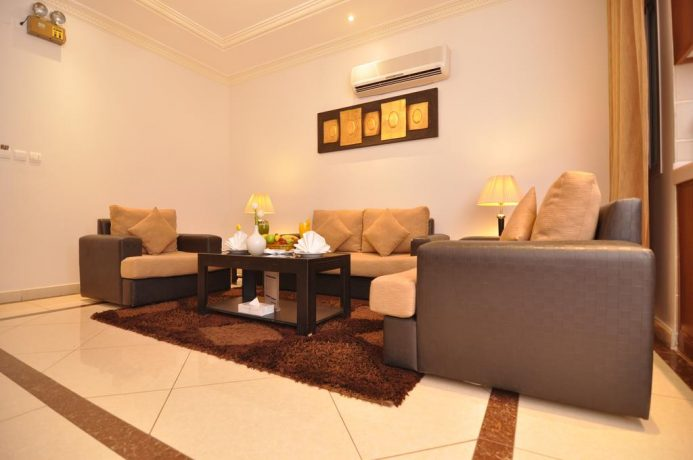 استمتع بإقامة مميزة في أفخم فنادق حي الروضة بالرياض حيث التصميم العصري و الأنيق.