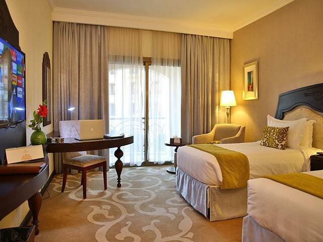 تمتع بإقامة مميزة في أفخم الشقق الفندقية القريبة من النخيل مول