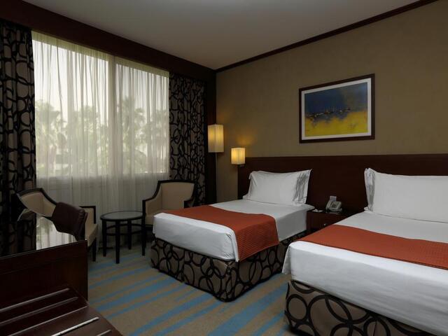 فندق هوليدي ان الخليج ازدهار هو أفضل فندق قريب من غرناطه مول
