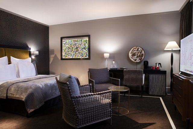 فندق جوليانا باريس من فنادق باريس مطلة على برج ايفل وتتمتع بالفخامة والذوق الباريسي الرفيع