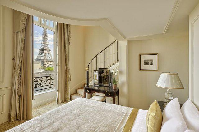 من فنادق برج ايفل التي تتمتع بقيمة تاريخية، وتمتاز بكونها كانت قصراً على مر العصور.