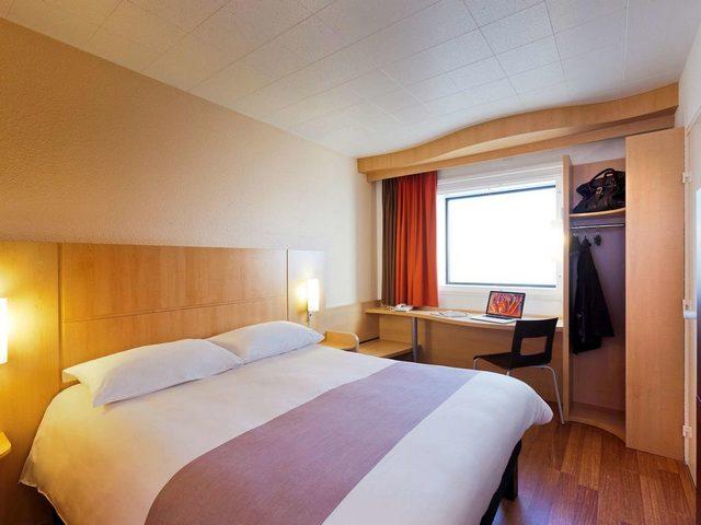 يُعتبر فندق ايبيس باريس لاديفانس  فندق مطل على برج ايفل ويتمتع بفخامة لا تُضاهى
