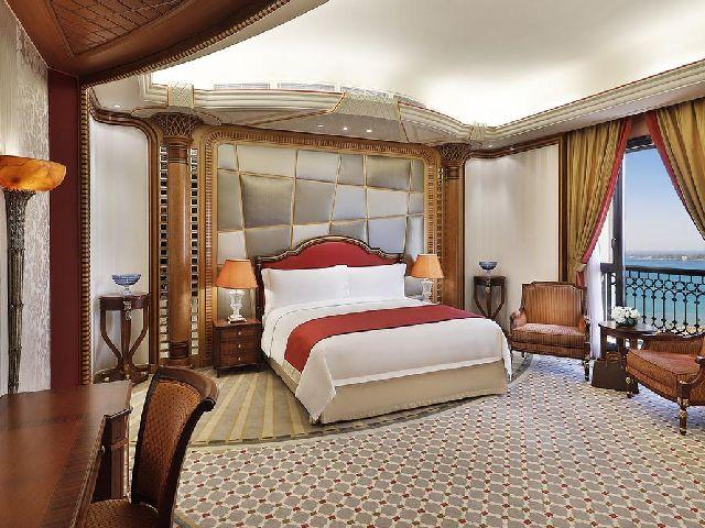 جمال غرفة قياسية بداخل فندق الريتز كارلتون جدة من بين أفخم فنادق مطله على البحر جده