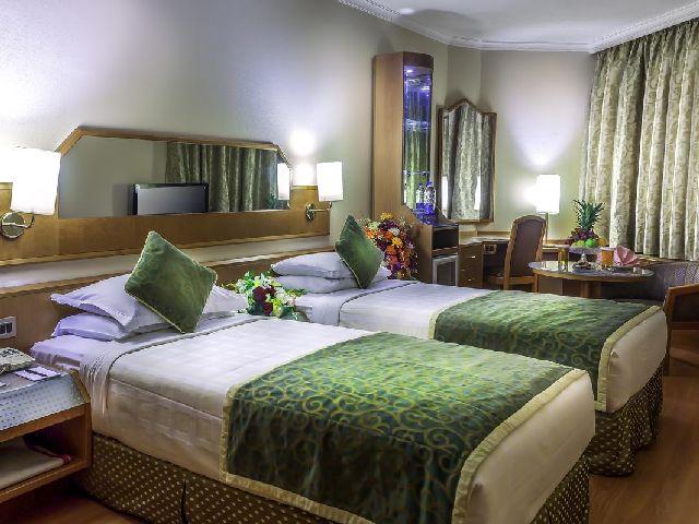 فندق ترايدنت جدة هو فندق وسط المدينه جده
