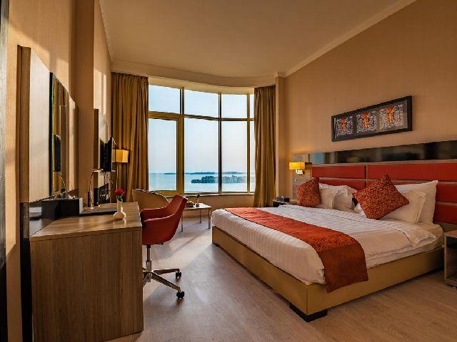 يعتبر فندق ميرا الواجهة البحرية جدة من مجموعة أفخم فنادق بجده مطله على البحر
