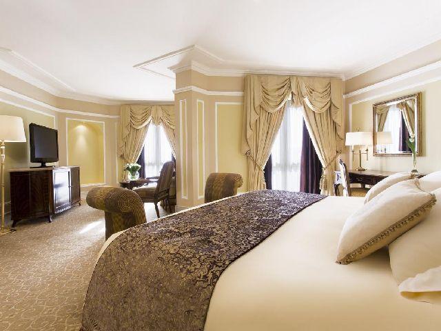 فخامة وروعة غرفة قياسية في فندق ريجنسي الكويت أحد أفضل قائمة منتجع السالميه