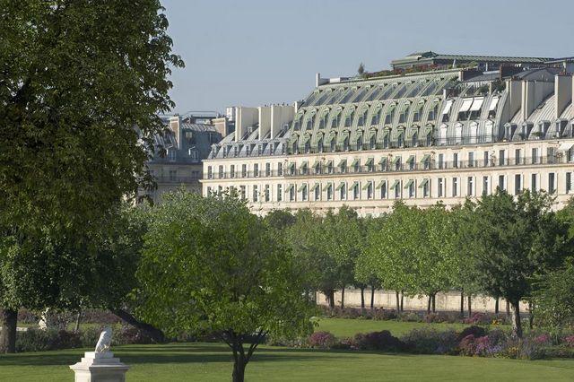 صرح معماري مميز لدى فندق موريس باريس