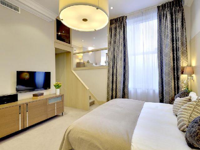 غرفة قياسية في فندق شقة كلافيرلي كورت نايتسبريدج واحد من أبرز شقق فندقيه في لندن خمس نجوم