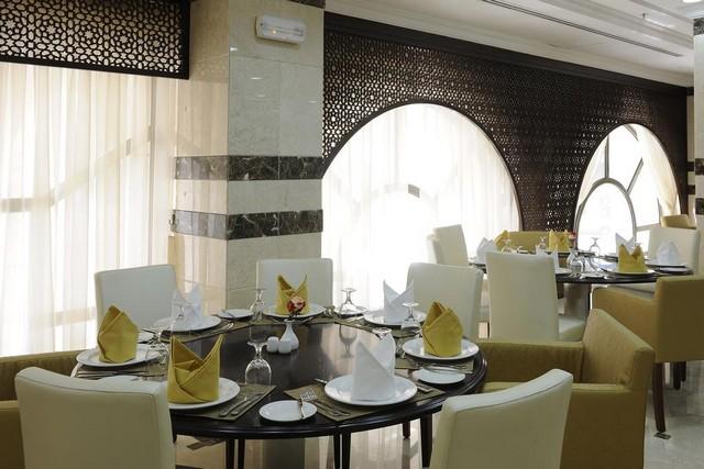 فندق مشعل السلام المدينة المنورة يُقدّم بوفيه مفتوح كل يوم للزوّار في مطعمه.