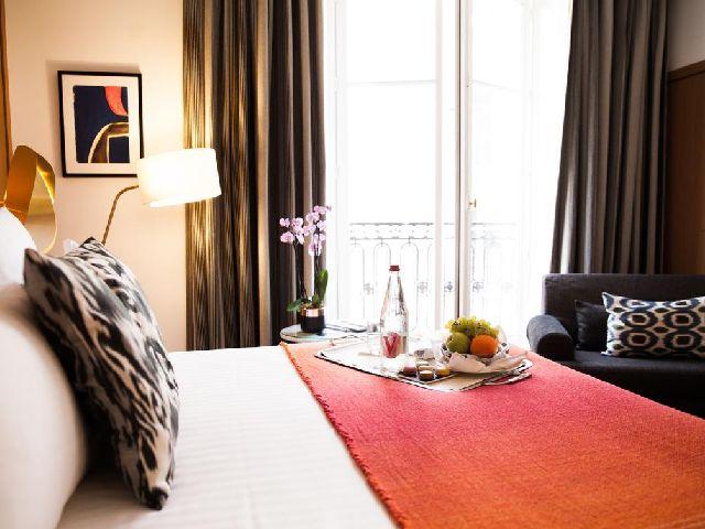 تحتوي قائمة فندق قريب من الشانزليزيه وسعره مناسب على الكثير من الفنادق الجميلة أبرزها فيرنيه باريس