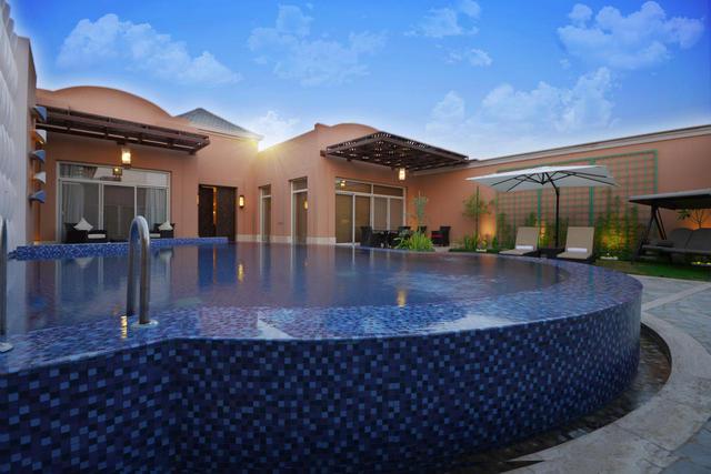 من خلال مقالنا يُمكنك الوصول إلى فنادق فيها مسبح خاص في الرياض