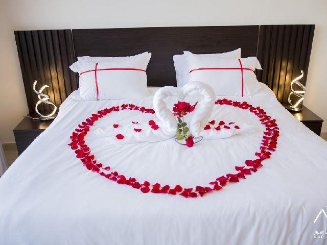 غرفة قياسية في منتجعات اسبار الفندقية المعروفة بأنها أحد شاليهات الرياض حي الرمال